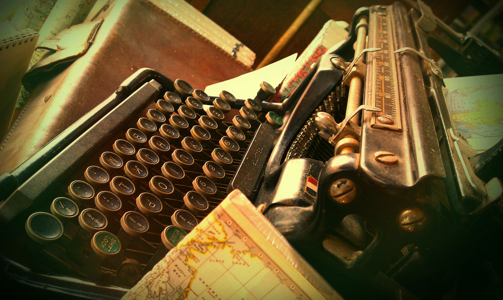 Photo of typewriter by Pauline Mak https://flic.kr/p/9uekHs